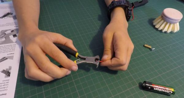 Tuto vidéo : dénuder les fils du robot brosse