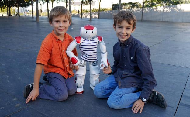 Crystobal et Kemper : fans du robot humanoïde Nao