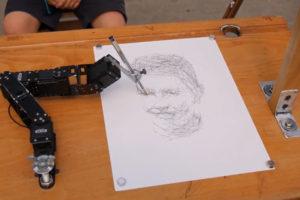 Paul, le robot dessinateur de Patrick Tresset, a fait le portrait des LousTICS